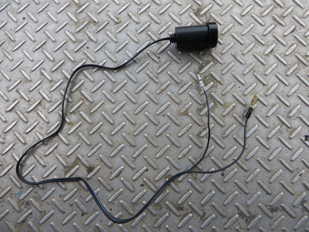 ヒューズボックスから電源を取り出しアクセサリーソケットにつなぐ
